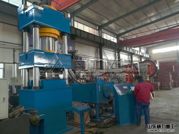 630吨四柱伺服液压机图片