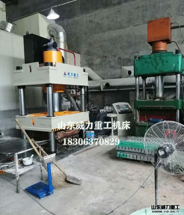 500吨复合材料模压机
