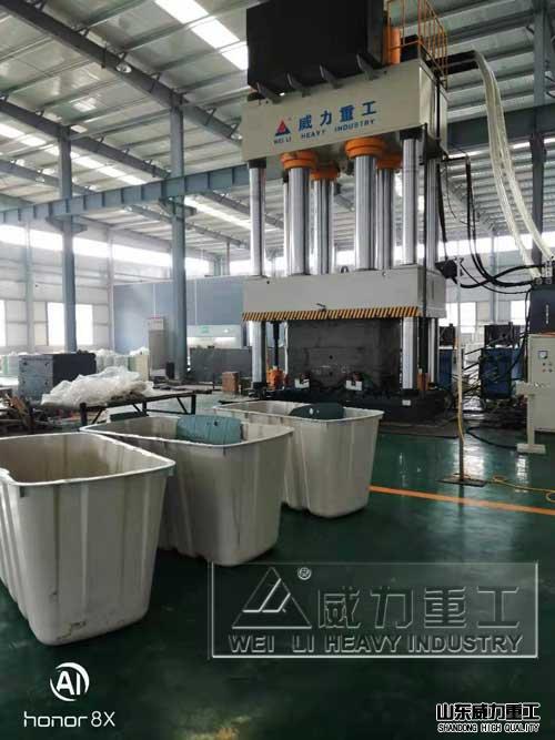 2000吨复合材料成型液压机